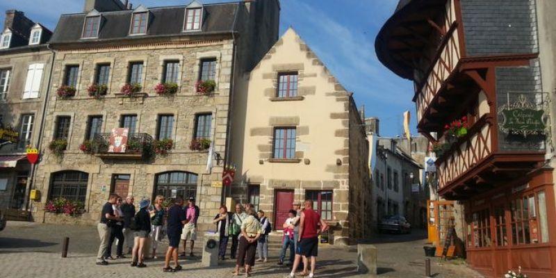 Visite historique de la ville et pot daccueil des nouveaux arrivants