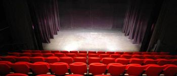 Théâtre \Huit femmes\ de Robert Thomas Vannes