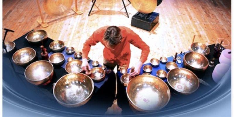 Concert de bols chantants avec le musicien Franz-Emmanuel Nieler