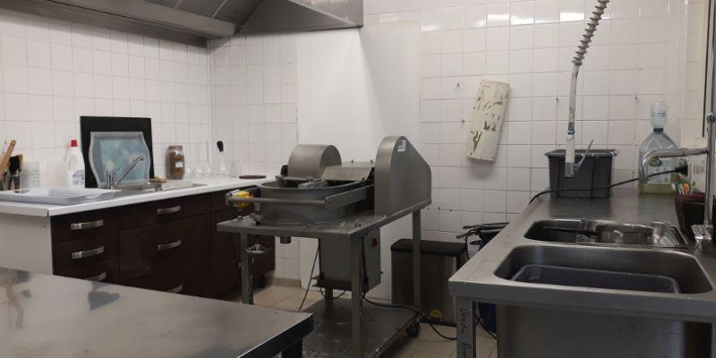 Venez découvrir le métier de lartisan papetier, visite de latelier.